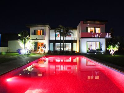 Photo for Luxury villa Large  with private pool, minutes from the beach,