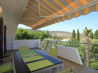 Photo for Two bedroom apartment with terrace and sea view Cres