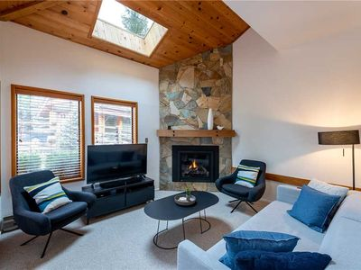 SKI IN/OUT, Free Parking, Spacious, Skylight & Fireplace