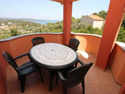 Photo for Two bedroom apartment with terrace and sea view Božava, Dugi otok (A-8098-b)