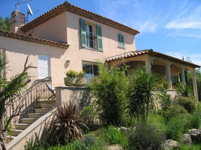 Photo for 5 bedroom villa with pool 10 minutes from Aix en Provence