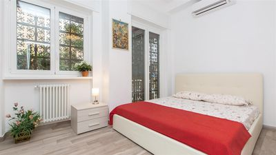 Photo for 3 bedroom Apartment, sleeps 10 with Air Con and FREE WiFi