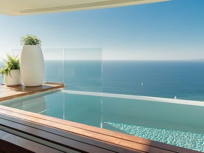 Photo for 907 Modern, Spacious / 9th F Private Pool