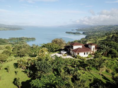 Photo for Large confortable villa for the best experience on Lake Arenal