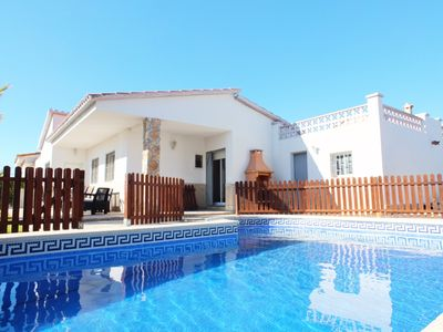 Photo for Pretty villa with air conditioning, free wifi, and a 9m x 4m gated swimming pool