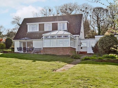 Photo for 3 bedroom property in Brighstone. Pet friendly.
