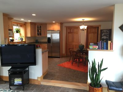 Great modern space on private drive less than 10 minute walk from Beach