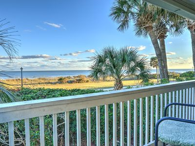 Photo for Oceanfront corner,w/d,full kitchen,pools,hot tubs,kiddie pool