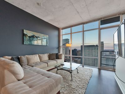 Photo for Gorgeous Condo, 35th floor, center of Denver