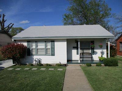 Photo for Very convenient location, comfortable and well priced.