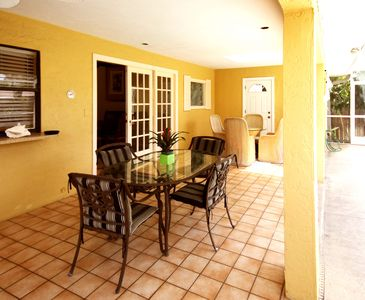 Lanai seating - 2 tables with direct access to bath and shower