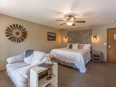 Photo for The Shenandoah Suite at All Seasons RIver Inn offers amazing views of the Wenatchee RIver.