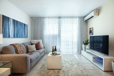 """Luxurious living Area with LED Smart Tv 52""""(Roku included)"""