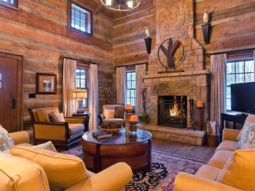 Beautiful Pet-Friendly log cabin tucked in the woods of the Homestead Preserve