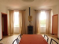The house was comfortable , well equipped , spacious , rural location with stunning mountain view.