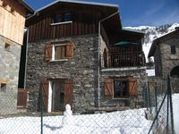 Lovely chalet with nice large dining table.
