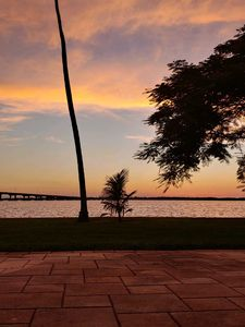 Photo for Waterfront 5br 4ba Sunset view Pool Home