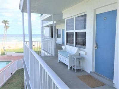 View approaching front door and signature Sea Star bench