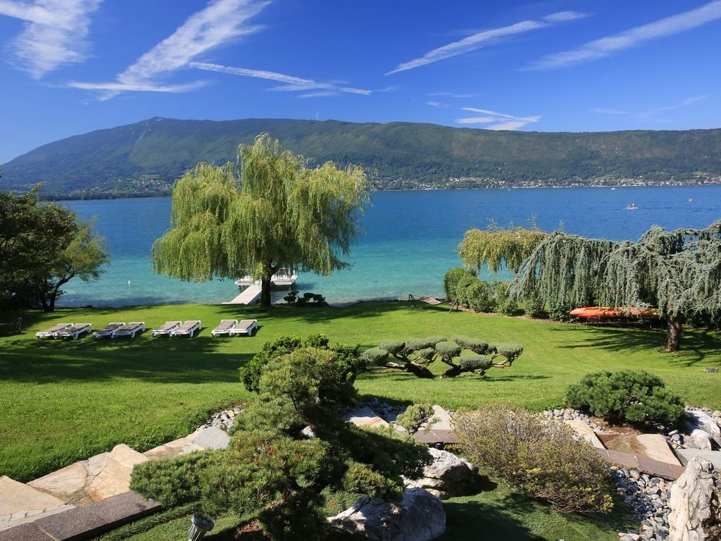 Exceptional 5 star villa on lake annecy for homeaway for Lake annecy hotels swimming pool