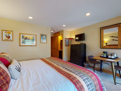 Photo for Lodge room, ski-in/ski-out access & shared pool & hot tubs in Lionshead Village