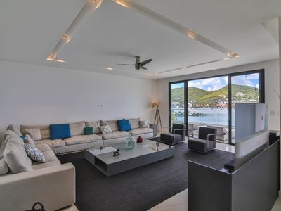 Splendid apartment of 309m², breathtaking view of the lagoon of Simpson Bay