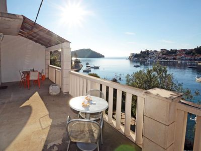 Photo for Three bedroom apartment near beach Brna (Korčula)