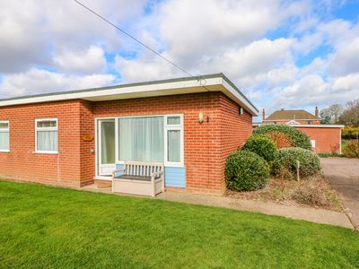 Photo for THE NOOK, pet friendly, with a garden in Mundesley, Ref 980293