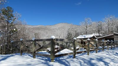 Mountain VIEW! -  Private-Romantic -Hike out the door! -WiFi