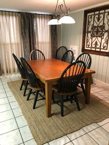 Eat-in kitchen with seating for seven