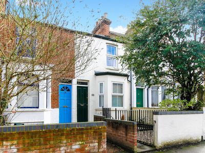 Photo for Righton three-bedroom serviced house in st. clement's (oxrpps3)