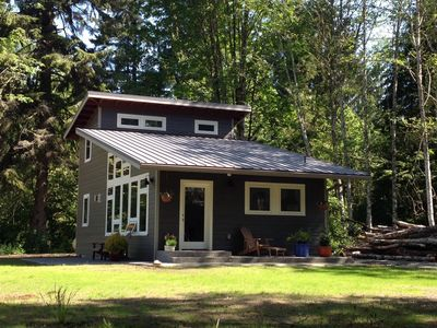 Craftsman Guesthouse/Private/Wooded acreage/Hike, Bike, Ski, Read, Relax