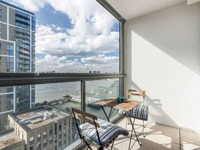 Photo for 3bed 2bath North Greenwich flat w/views of Thames
