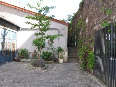 Photo for In full Paris, beautiful little house with small private garden quiet.