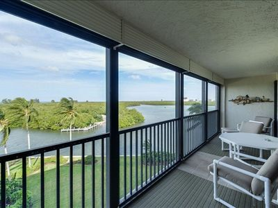 Photo for 30 day rental ONLY $2600 ** POOL, BEACHES & RESTAURANTS ARE OPEN **