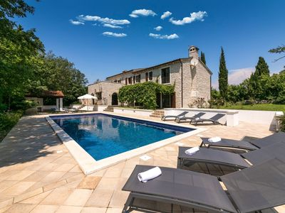 Photo for Spacious, detached villa with private tennis court, swimming pool, 15 km from Porec and beach