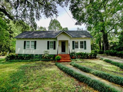 Photo for Cozy Cottage in Historic District