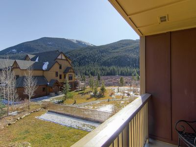 Photo for Charming mountain view condo with shared pool, hot tubs, sauna, & more!