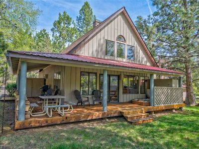 Photo for Cozy Circle 4 Cabin close to everything Sunriver offers!