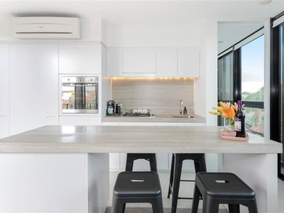 Photo for Modern 2 bedroom apartment in the heart of St Kilda