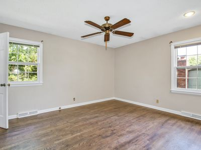 Photo for 4 bedrooms 2 baths in a quite neighborhood!