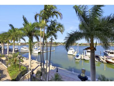 Photo for Say hello to sunshine with this perfectly-located Island dream condo!