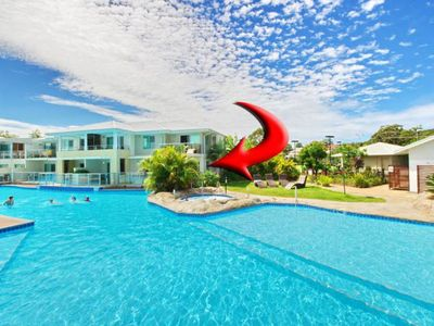 Photo for 142 'Oaks Pacific Blue', 265 Sandy Point Road - swim out unit with air con & Linen