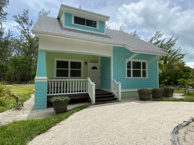 Photo for Green Turtle Cottage/1 minute walk to Spectacular Beach on Quiet dead end Street
