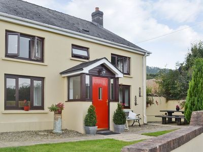 Photo for 2 bedroom property in Llandeilo. Pet friendly.