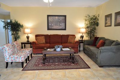 Livingroom with seating for 8