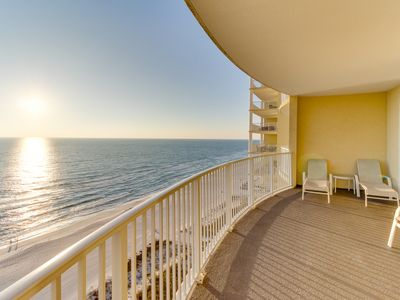 Photo for Gulf-front condo w/ balcony & community pool/hot tub/sauna - snowbirds welcome!