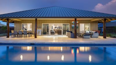 Photo for ❤️PiH❤️SPARKLING WATERS★Large Pool & Waterfall Spa★ Great for Families ★ Adventure