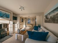 Fantastic cosy cottage in great location . Very comfy beds and great to have large towels !