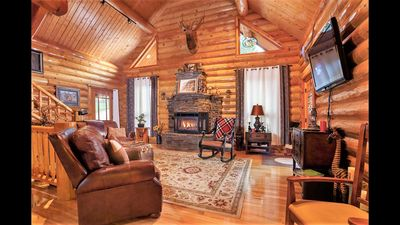 Photo for Large spacious private serene Black Hills Lodge by Mt Rushmore, Keystone