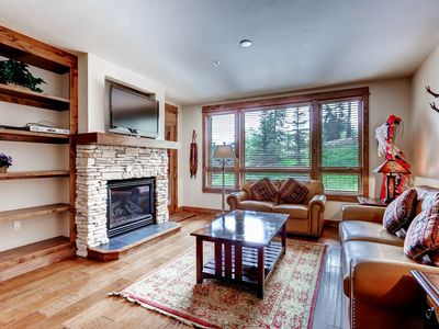 Photo for Pretty mountain villa next to Snowflake chairlift w/ shared pool & hot tub